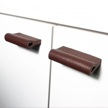Leather loop MILANO-PURE in mahogany by minimaro - luxury furniture handles