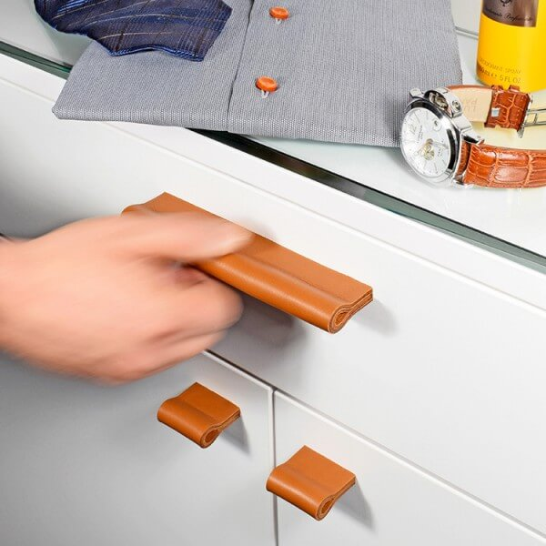 Furniture handle in orange-brown leather